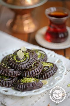 Hello dear friends,I love flour flour and I cook a lot. This time I tried cocoa with a different flavor and we loved the result :)I think a lot of people try to become Dinner Rolls Easy, Broccoli Fritters, Arabic Food, Turkish Recipes, Iftar, Shortbread Cookies, Serving Plates, Cocoa, Yummy Food