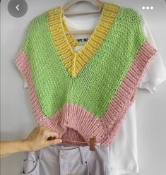 [PATTERN HELP] It's knit wear but does anyone have a pattern/tutorial similar to this? : crochetpatterns Crochet Vest Pattern, Knit Patterns, Knitwear Fashion, Knit Fashion, Chunky Knit Jumper, Estilo Hippie, Crochet Diy, Mode Inspiration, Crochet Designs