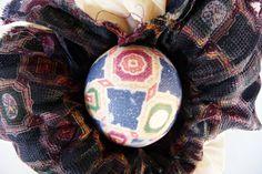 7-idée-comment-décorer-les-oeufs-de-paques-avec-cravate-de-soie