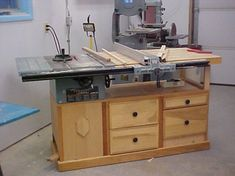 Table saw cabinet