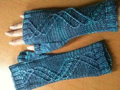 Winding Way Mitts.. these remind me a bit of a double helix and I dig that