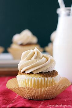 Coffee Cake Snickerdoodle Cupcakes | beyond frosting.com