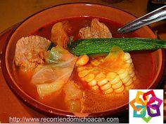 MICHOACÁN MAGICO TE INFORMA En Pátzcuaro Michoacán, es posible saborear platillos de recetas prehispánicas como los tamales tarascos, confeccionados con acúmara; el famoso pescado blanco de la región, o bien, los uchepos, los tamales de ceniza. También es típico de la gastronomía local el consumo de tamales de zarzamora, acompañados de un atole de masa de maíz o de una taza de chocolate caliente. BEST WESTERN DON VASCO PATZCUARO http://www.bwposadadonvasco.com.mx/