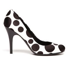 Must-have Polka Dot Black and White Pumps. Cute Shoes, Me Too Shoes, Polka Dot Pumps, Polka Dots, Round Toe Pumps, Crazy Shoes, Funky Shoes, Beautiful Shoes, Fashion Shoes