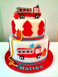 Fire Fighter Cake  - Bolo Bombeiro