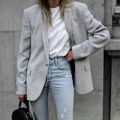 smart casual blue ripped jeans white t shirt grey blazer outfit Source by IlkaEliseB casual fashions Mode Outfits, Trendy Outfits, Fall Outfits, Fashion Outfits, Womens Fashion, Look Retro, Mein Style, Inspiration Mode, Look Fashion