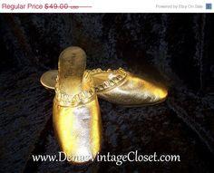 50% Off Christmas Sale Vintage 60s Nite Aires Gold Metallic Leather Slippers Shoes Slides  sz 7 #etsy #vintagepurse