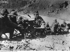 Chinese macine gunnerbranch armed with heavy machine guns in Browning M1917.