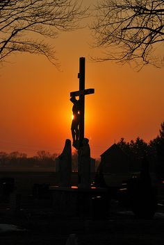"Crucifix in the sunset. ""Thanks to calvary I am not the man I use to be."" ""Thank God for the Blood that washes white as snow. My Redeemer Lives, Images Of Christ, Sign Of The Cross, Jesus Art, Dado, Judaism, Pope Francis, Photoshop Photography, Painting & Drawing"