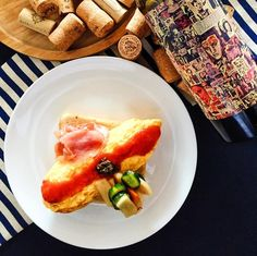 2016.10.29  Sunny deep autumn  Pleasant because  Skive shops  Play with the dog  before that  branch  Tartine of omelette Summer truffes Raw ham Easy pickles Bordier butter of plenty Fresh tomato sauce  快晴の深い秋  気持ち良いので  お店をサボり  犬と戯れます  その前に  ブランチ  オムレツのタルティーヌ サマートリュフ 生ハム 簡単ピクルス タップリのボルディエバター フレッシュトマトソース  #instagood #photooftheday #happy #follow #instadaily #repost #vscocam #vsco #instapic #instacool #yummy #instafood #lunch #dinner #instalike #yummy #IGersJP #onthetable #foodstyling…