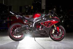 Siêu môtô BMW S1000RR bắt mắt hơn bao giờ hết với màu tím ánh kim | Autopro.com.vn