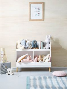 Specially designed to store books and toys, this beautiful storage cabinet will find its place in all children's bedrooms! DIMENSIONS L 84 x H 70 x D 35 cm WEIGHT -Pine feet -Color: white Playroom Decor, Baby Room Decor, Kids Decor, Home Decor, Toy Room Organization, Casa Kids, Deco Kids, Bookshelves Kids, Ladder Bookcase