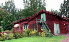Carl and Karin Larsson's Lilla Hyttnäs. Karin's father, Adolf… Sustainable Architecture, Contemporary Architecture, Residential Architecture, Red Cottage, Cottage Farmhouse, Best Barns, Carl Larsson, Swedish House, French Countryside