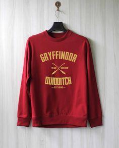 Gryffindor Quidditch Harry Potter Shirt Sweatshirt Sweater Shirt – Size XS S M L… Harry Potter Quidditch, Harry Potter Shirts, Harry Potter Outfits, Sweater Shirt, T Shirt, Mode Geek, Hogwarts Alumni, Cute Outfits, Sweatshirts