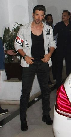 Best Mens Fashion, Love Fashion, Hrithik Roshan Hairstyle, Allu Arjun Images, Cute Wallpapers Quotes, Casual Outfits, Men Casual, Karan Johar, Most Handsome Men