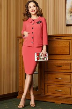 I like the collar, length, and buttons. Office Dresses For Women, Suits For Women, Dresses For Work, Clothes For Women, Dresses Dresses, Look Fashion, Fashion Outfits, Classy Suits, Sunday Dress