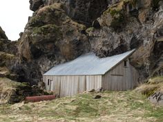http://freecabinporn.com/post/31856801562/barn-in-iceland-submitted-by-raya-stefanova
