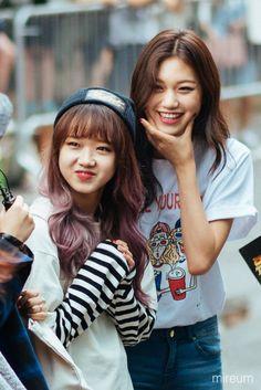 Yoojung and Doyeon of IOI