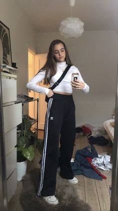 Sporty Outfits : Description Top fashion trends for teens, queens of Tumbl. Outfits Sporty Outfits : Description Top fashion trends for teens, queens of Tumbl. Look Fashion, 90s Fashion, Korean Fashion, Fashion Outfits, Womens Fashion, Fashion Trends, Sporty Fashion, Fashion Fashion, Mode Grunge