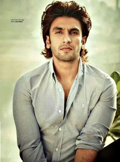 His chiseled face is capable of carrying both a good-boy-bad-boy image :)  Thumbs-up to Ranveer's simple-yet-elegant style !  #Ranveer #Singh #Bollywood