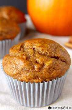 Pumpkin Banana Muffins- a delicious combination of two classics. So easy and so delicious!