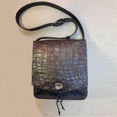 Авторская женская сумка №2 из натуральной кожи крокодила. Ручная работа, с ремешком через плечо.