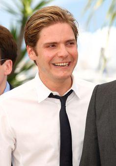 Daniel Bruhl Photos - 20th Annual Screen Actors Guild Awards - Red Carpet - Zimbio