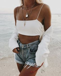 Cute casual outfit in denim and white Fashion Kids, Trend Fashion, Look Fashion, 90s Fashion, Fashion Outfits, Womens Fashion, Denim Fashion, Latest Fashion, Girl Fashion