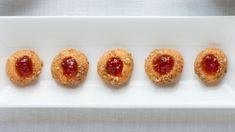 Petits sablés au cheddar et gelée de piments rouges