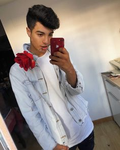He is do freaking hot. Boy Hairstyles, Popular Hairstyles, Beautiful Men, Beautiful People, Angeles, Celebs, Celebrities, Tumblr Girls, Hot Boys