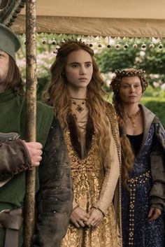 Cecily of York played by Suki Waterhouse in The White Princess Medieval Costume, Medieval Dress, Medieval Fashion, The White Princess, White Queen, Female Character Inspiration, Story Inspiration, Isabel Woodville, Medieval Clothing