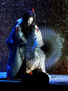 Costume Design...Ziyi Zhang as Sayuri in 'Memoirs of a Geisha' 2005, costume designed by Colleen Atwood. https://musetouch.org/?cat=36