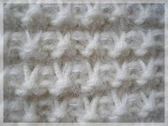23 mailles sur mes aiguilles + Un joli point reliéfé + Tricoter 55 cm = Une écharpe toute douce et chaude Pour la Mouf...