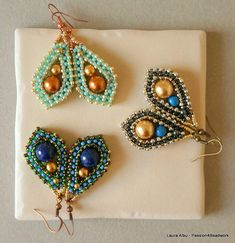 The language of the tutorial is English. Skill level is intermediate. Materials: japanese seed beads in two sizes, pearls or round gemstones in three sizes. The tutorial includes: information about the necessary materials (quantities and colors for the colorways shown) and step by