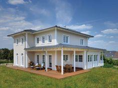 Stadtvilla Winter • Mediterranes Haus von Fertighaus WEISS • Einfamilienhaus mit amerikanischem Charakter • Jetzt bei Musterhaus.net informieren!