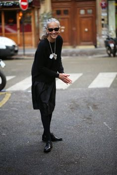 If you are new here, welcome to Ageless Style-Linda V Wright. Each month Elizabeth (the Vintage Contessa) and I interview someone over 50 we feel has great style. The darling gray haired cutie that… Linda V Wright, Fashion Over 50, Look Fashion, Fashion Photo, Womens Fashion, Fashion Trends, Advanced Style, Ageless Beauty, Aging Gracefully