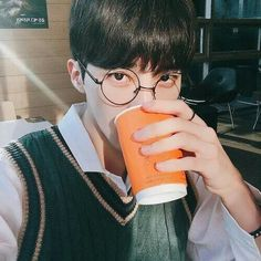 Image discovered by Cancino. Find images and videos about boy, aesthetic and korean on We Heart It - the app to get lost in what you love. Asian Glasses, Boys Glasses, Girl Korea, Ulzzang Boy, Asian Boys, Find Image, We Heart It, Avatar, Boy Or Girl