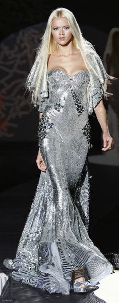 Miss France 2009 Chloe Mortaud chose a Zuhair Murad gown to wear at the Miss Universe pageant 2009 Zuhair Murad Style Couture, Couture Fashion, Runway Fashion, Fashion Show, Dress Fashion, Zuhair Murad, Elie Saab, Marchesa, Glamour