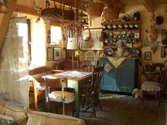 This is my idea of a faerie tale cottage! previous pinner:  Dining room/Eßzimmer