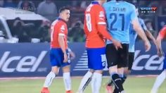 Mão boba irrita Cavani, que perde a cabeça e é expulso   Blog Blog da Copa   Globoesporte.com