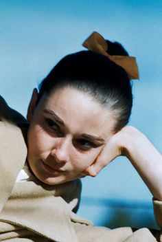 """rareaudreyhepburn: """"Audrey Hepburn photographed by Inge Morath during the production of """"The Unforgiven, Mexico, Durango, """" Classic Hollywood, Old Hollywood, Divas, Inge Morath, Hair Test, Nostalgia, Cecil Beaton, Star Wars, Women Names"""
