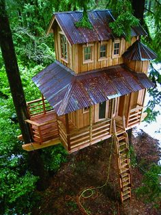 http://www.bebarang.com/very-unique-and-imaginative-cool-tree-houses/ Very Unique and Imaginative Cool Tree Houses : Unique And Cool Tree Houses Design Ideas With Tree Hugger Cool Tree Houses