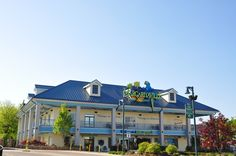 Margaritaville is one of the best restaurants at the Island in Pigeon Forge serving nachos, cheeseburgers, and margaritas.