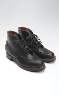 Red Wing Shoes 9029 Beckman Black Featherstone.  The 9029 is part of our Beckman collection. The collection is derived from the boot's classic Red Wing styling and the use of our exclusive Black Featherstone dress leather custom tanned at our S.B. Foot Tannery, located in Featherstone Township, Goodhue County, MN. It is a light weight and durable leather, a combination that mirrors the name.