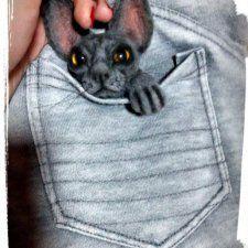 Еще одна брошечка из шерсти методом сухое валяние. На этот раз это котик сфинкс! Размер примерно 7/9см, тонирована пастелью, усики