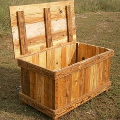 Rusted Nail Reclaimed Wood Chest #palletfurniturebench