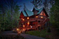 Thinking of staying stateside for your honeymoon or only have a few days for a minimoon? Enjoy a romantic getaway in a gorgeous cabin. Full of beautiful streams and cozy fireplaces, the Smoky Mountains provide a romantic location where you can spend some one-on-one time with your sweetheart.