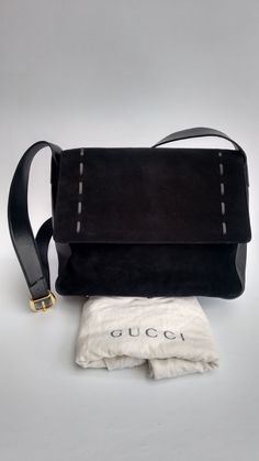 0f10e606e21 GUCCI Bag. Gucci Vintage Black Leather and Suede Shoulder   Crossbody  Messenger Bag. Italian