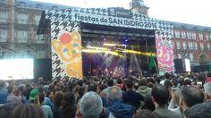 Nacho Vegas en directo...en las fiestas de San Isidro, en la Plaza Mayor, que mejor plan para acabar una semana y un fin de semana redondos   #nachovegas #plazamayor #sanisidro #madridmemola