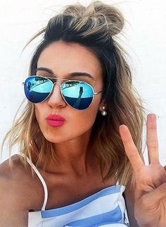 10 Drop-Dead Gorgeous Ways to Style Short Hair - Hair Styles Hair Inspo, Hair Inspiration, Short Hair Bun, Wavy Hair, Short Hair Hacks, Styling Short Hair Bob, Cute Short Hair, Short Hair Glasses, Summer Hair